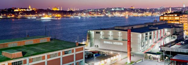 Um antigo armazém portuário foi transformado, em 2004, no primeiro museu privado de arte contemporânea da Turquia.O projeto de arquitetura é de Emre Arolat,curador da exposição Musibet