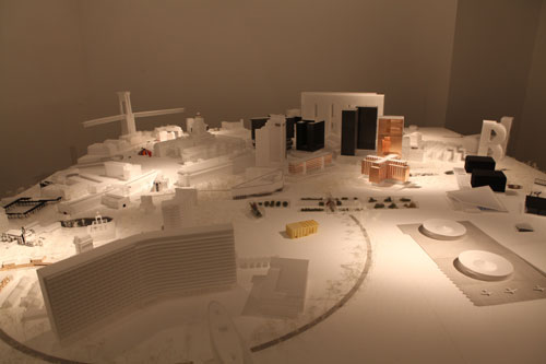 100 Projetos para Bruxelas, uma colagem de edifícios e monumentos reais e imaginados, parte do programa (Un)City - (Un)Real State of the (Un)Known, coordenado pelo curador belga Cédric Libert