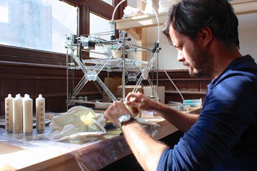 Um dos dois projetos do estúdio belga Unfold na exposição, Stratigraphic Manufactury mostra como objetos produzidos por uma impressora 3D a partir de arquivos digitais idênticos podem ser tão únicos e diferentes quanto peças feitas de forma artesanal. O mesmo arquivo é enviado para diferentes artesãos, que o imprimem em porcelana em uma impressora 3D open-source, acabando-a a seguir ao seu gosto. Em Istambul, o Unfold mostrou objetos criados na Bélgica, Reino Unido e Israel, enquanto abria a sua pequena sala a ceramistas locais