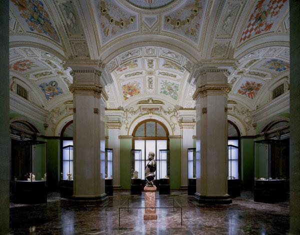 Rudolfo II, patrono das artes e das ciências e o maior coleccionador dos Habsburgo, ao centro da sala principal da nova kunstkammer de Viena @ Brigida Gonzáles